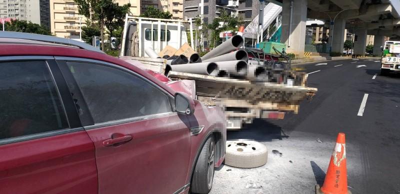 追撞車禍現場。(記者王宣晴翻攝)