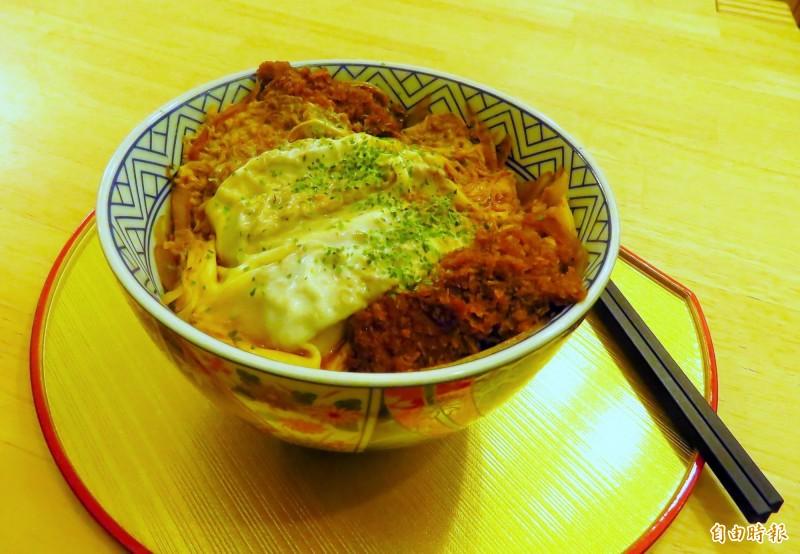 最受台灣人喜愛的豬排丼飯。(記者陳心瑜攝)
