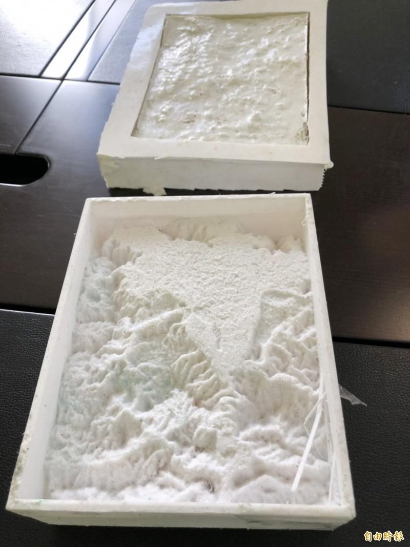 埔里盆地3D列印再開模後的石膏原型。(記者陳鳳麗攝)