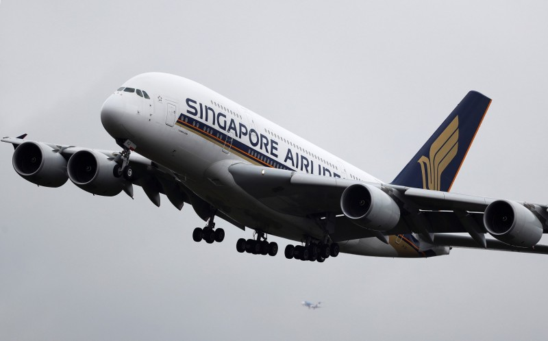 新加坡航空接獲炸彈威脅 星空軍護送班機緊急降落