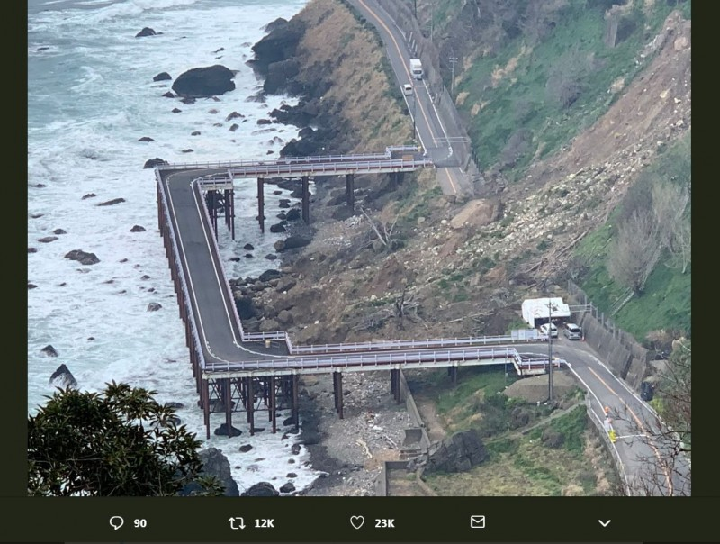 路塌改建「ㄈ字形」臨時橋道 網讚:山不轉路轉