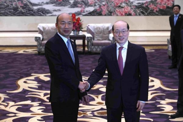高雄市長韓國瑜訪港澳中聯辦後,昨天繼續與中國國台辦主任劉結一會面。(高市府提供)