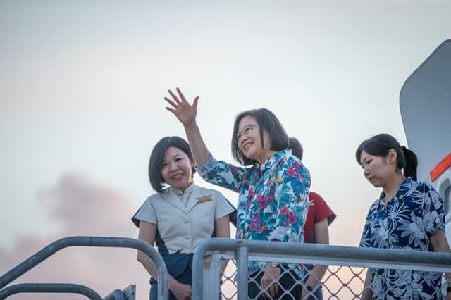 蔡英文表示,外交援助並不是撒錢:「我覺得台灣人要是照你那樣講喔,那就不是我熟悉的台灣人」。(圖擷取自蔡英文 Tsai Ing-wen臉書)