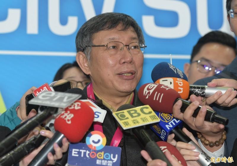 台北市長柯文哲26日出席2019智慧城市開幕式,並接受媒體訪問。(記者張嘉明攝)