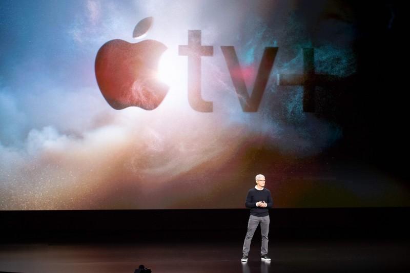 外媒評論蘋果發表會混亂、不完整且令人困惑,而網友則戲稱:「賈伯斯的棺材快壓不住了」。(法新社)