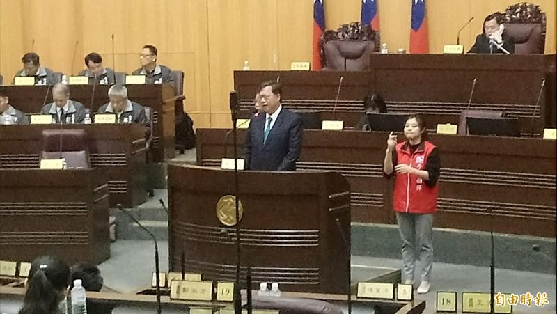 桃園市長鄭文燦在市政報告時強調,任期鐵路地下化如果未動工,會向市民道歉。(記者謝武雄攝)