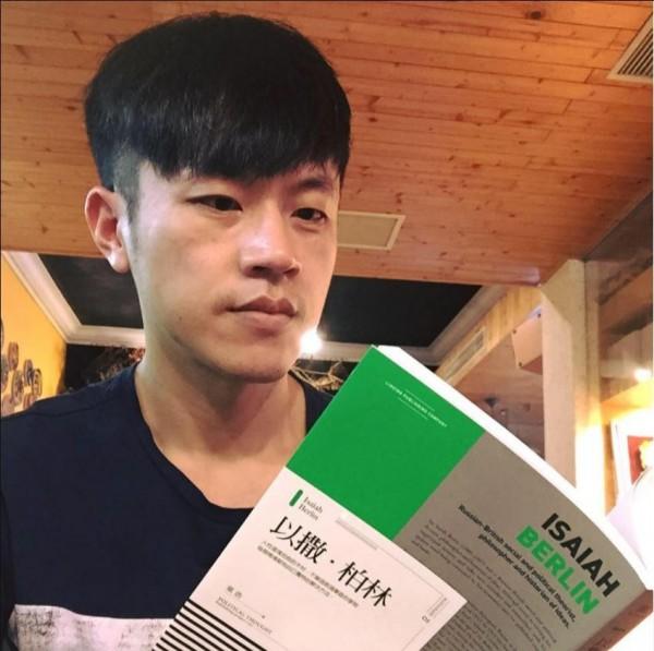 「焦糖哥哥」陳嘉行收到韓粉恐嚇訊息。(截取自臉書)