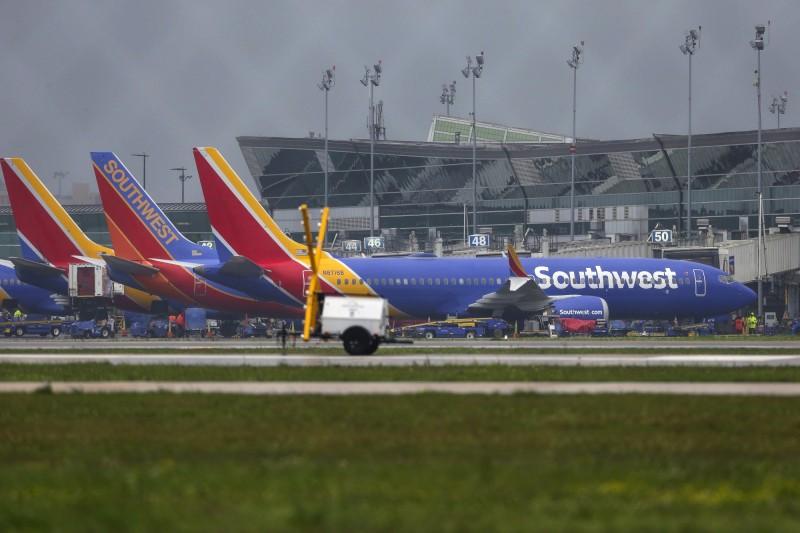 波音737又傳故障!美西南航空客機起飛後緊急降落