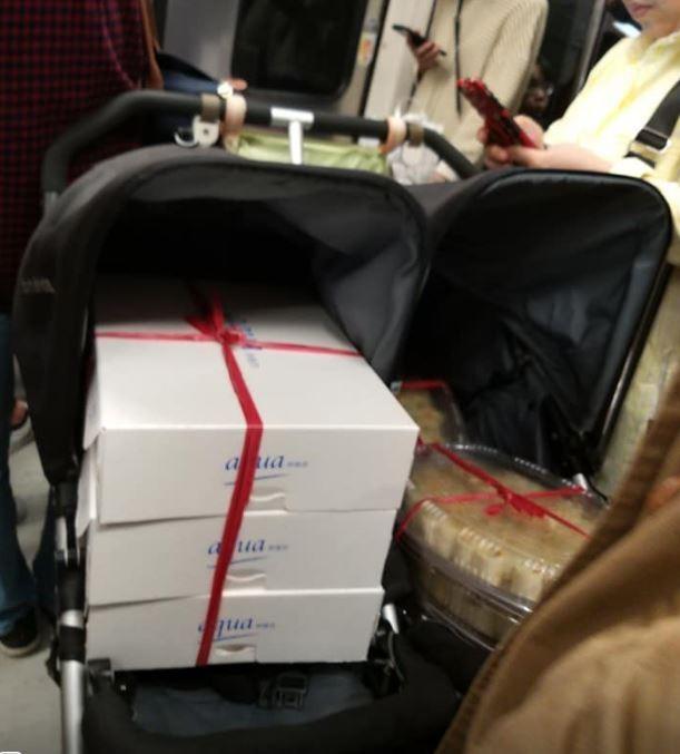 網友發文公審「用嬰兒車載貨上捷運」的照片,反遭網友嗆:「你是住海邊嗎?」(爆料公社)