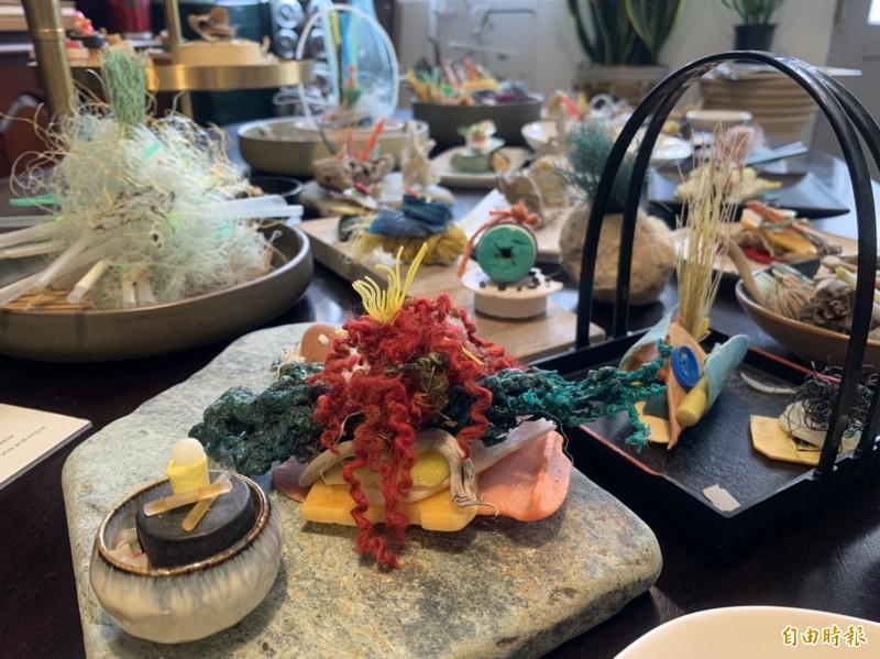 海漂垃圾經重新擺飾,宛如日本料理般精緻。(記者王峻祺攝)