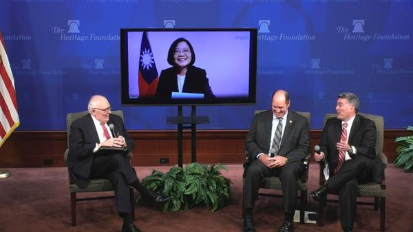 總統蔡英文在台灣今天凌晨以視訊方式,在美國華府智庫發表演說,呼應川普政府的自由開放印太戰略,強調台灣是印太區域的民主燈塔。(圖擷取自傳統基金會)
