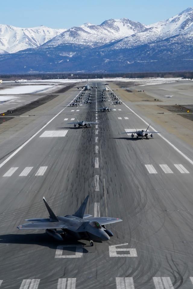 埃爾門多夫空軍基地舉行「極地力量」26日開始舉辦軍演。(圖擷取自北美航太防禦司令部臉書粉絲專頁)