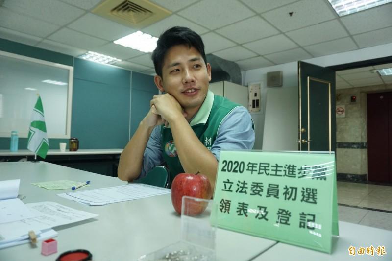 議員彭俊豪完成立委初選登記。(記者謝武雄攝)