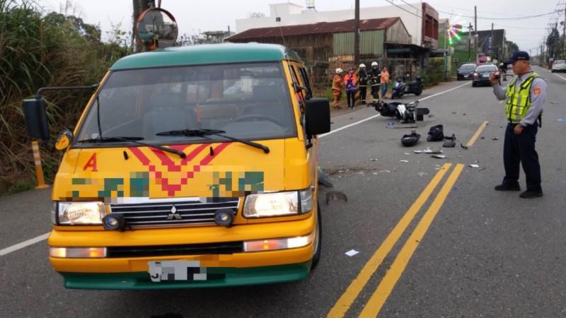今下午5點許發生一起轎車、娃娃車、機車相撞事故,18歲梁姓騎士當場死亡。(記者許倬勛翻攝)