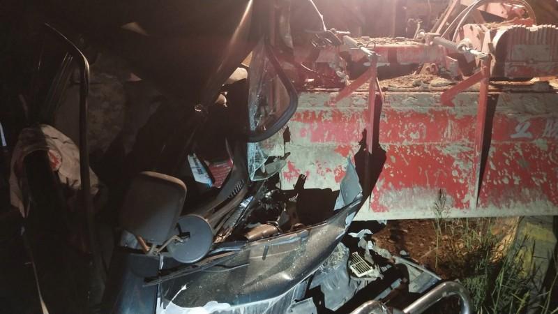 嘉義縣朴子市晚間發生農耕機與廂型車車禍意外。(記者林宜樟翻攝)