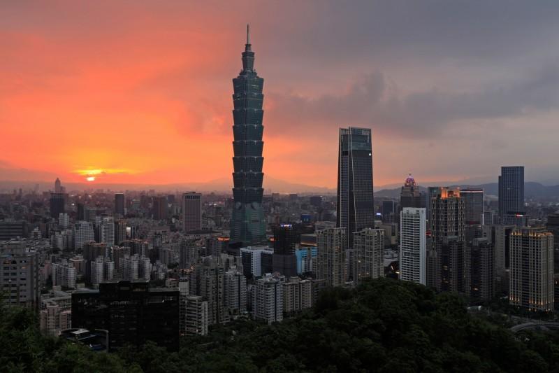 明天晚上8點30分,台北101將響應「地球1小時」熄燈。(法新社)
