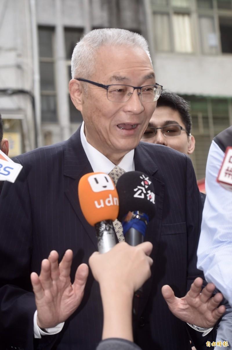 被問及有沒有請立委帶話給高雄市長韓國瑜?國民黨主席吳敦義上午受訪時立刻回:「沒有沒有沒有,我不會請立委哦」。(記者簡榮豐攝)