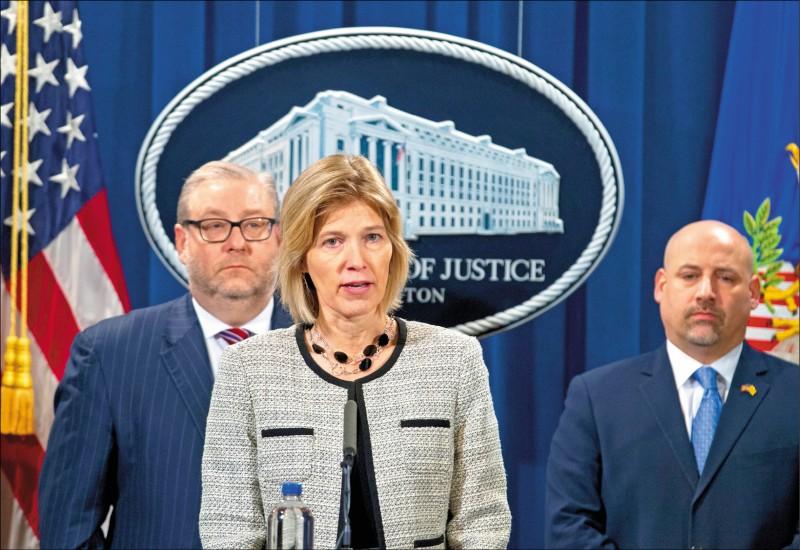 美國聯邦調查局助理局長何思(中),將主導聯邦調查局自911事件後、近18年來的最大轉型。(美聯社檔案照)