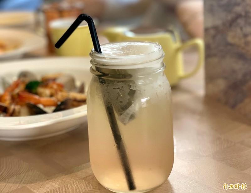 櫻花煎茶喝得到淡淡櫻花香。(記者張菁雅攝)