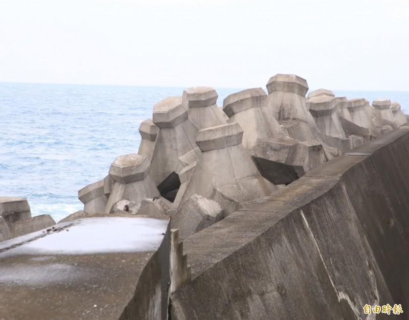基隆市和平島水資源回收中心,3年多前受蘇迪勒颱風侵襲影響,海堤斷裂、機具受損,財損1億多元,如今已修復完成。(記者林欣漢攝)