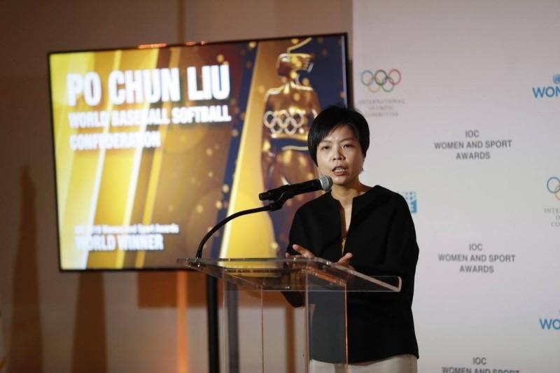 劉柏君(索菲亞)是戲劇《通靈少女》原型人物,也是棒球裁判及社工,因為致力關心弱勢女性,今年3月她被富比士評為2018年國際體壇最具影響力的女性,20日再獲頒聯合國的國際奧會女性與體育獎,是首位獲獎的台灣人。(翻攝U.S. Department of State Global Sports Mentoring Program)