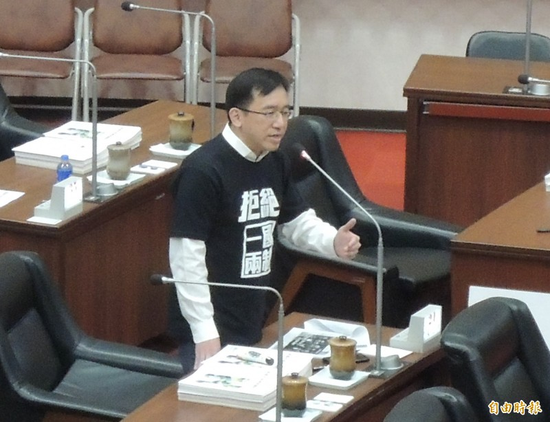 高雄市議員陳致中今鎖定九二共識質詢韓國瑜。(記者王榮祥攝)