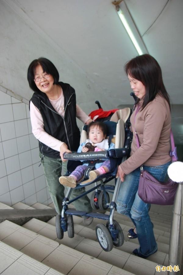 台北市府推廣免費健診服務,以利改善住宅無障礙環境。(資料照)