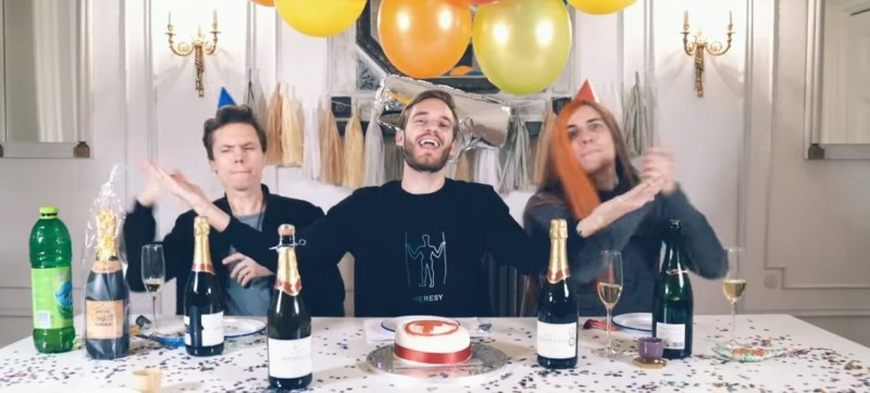 PewDiePie(中)發布一支名為「恭喜」的影片,祝賀對手在訂閱大戰中取勝。(圖擷取自YouTube)
