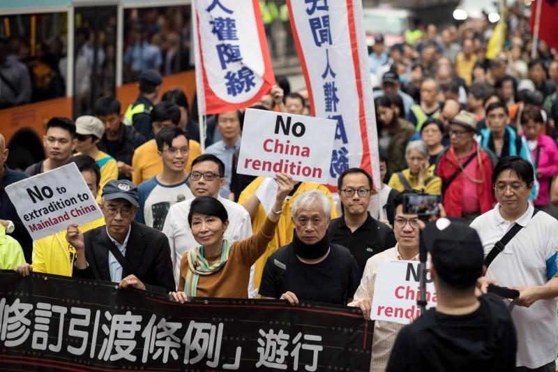 香港將審《逃犯條例》,引港人憤怒、想撤離香港。圖為3月31日的港民反修引渡條例大遊行。(歐新社)