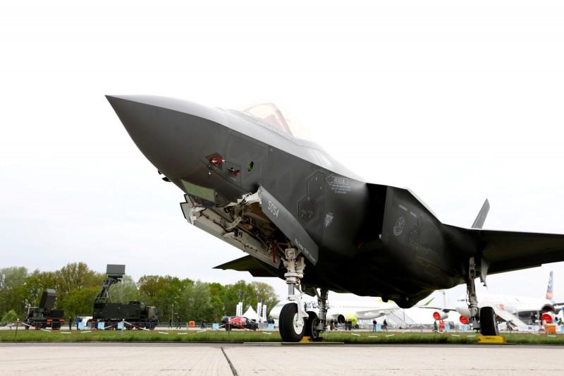 由於土耳其在F-35開發階段時參與投資,得以100億美元採購100架F-35,但目前遭到美方凍結交付作業。(路透)