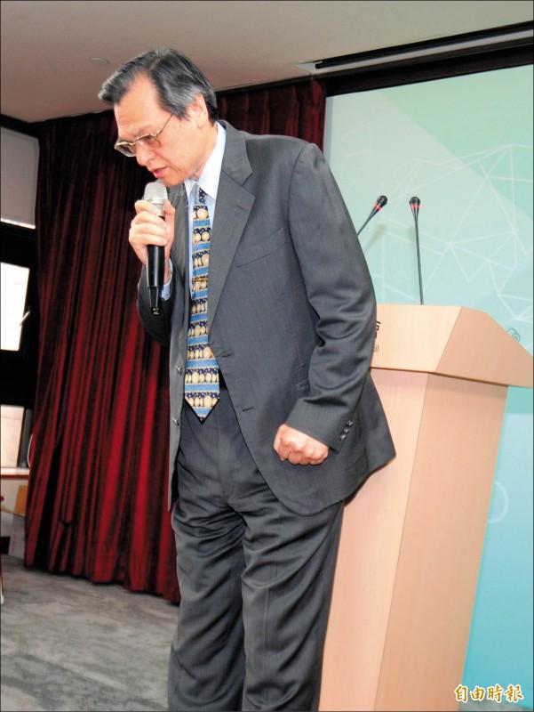 針對禽獸說,陸委會主委陳明通昨兩度鞠躬道歉,強調非針對高雄市長韓國瑜。(記者王藝菘攝)
