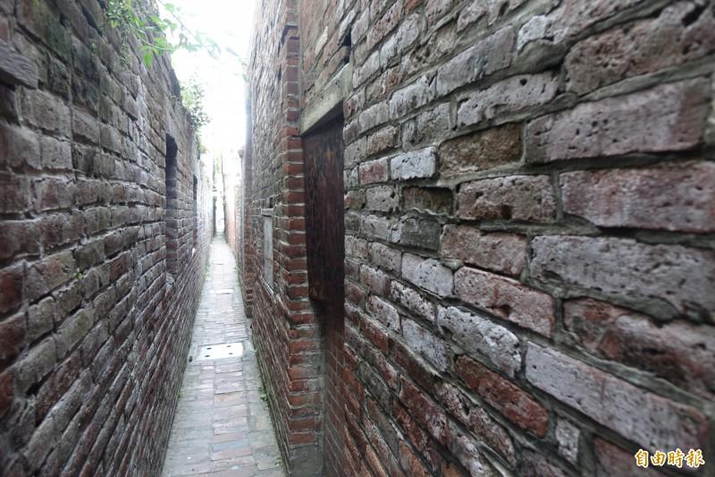鹿港摸乳巷是知名景點。(記者劉曉欣攝)