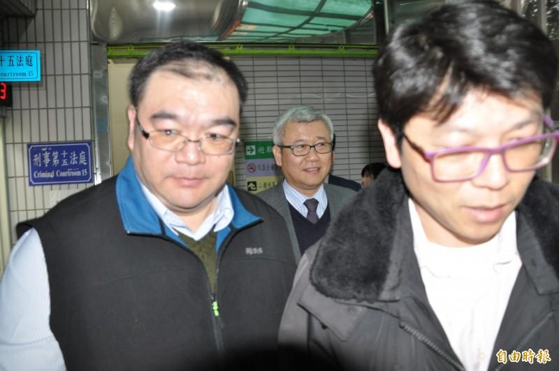 聯新國際醫療集團總院長張煥禎(中)出庭。(記者周敏鴻攝)