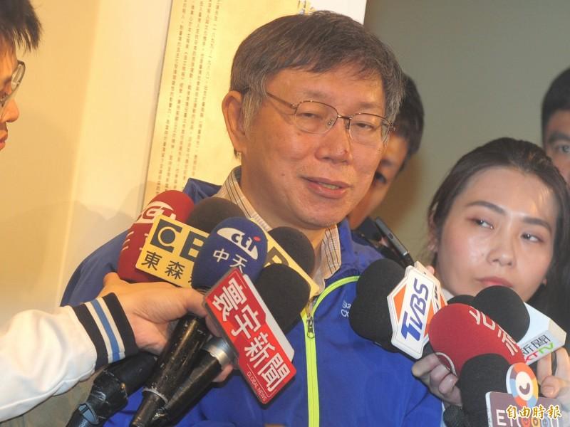 台北市長柯文哲出席言論自由日紀念儀式「不可遺忘的自由之路-吳三連先生紀念碑」揭牌,媒體聯訪。(記者王藝菘攝)