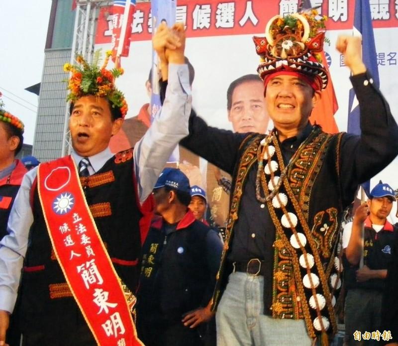 國民黨立委簡東明(左)等12人被控賄選案,高雄高分院上午更一審大逆轉全部改判無罪。(資料照)