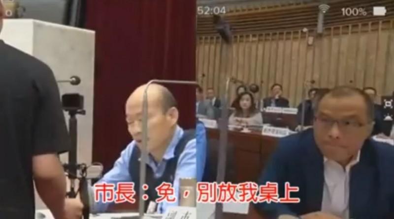 韓國瑜拒絕收下地方媽媽寫的信,惹怒網友痛批他太跩。(圖擷取自高雄歹過日臉書粉絲專頁)