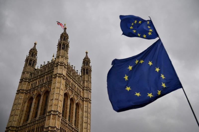 歐洲議會今天通過立法,允許英國公民在無協議脫歐的情況下,仍能免簽赴歐洲申根區國家。(法新社)
