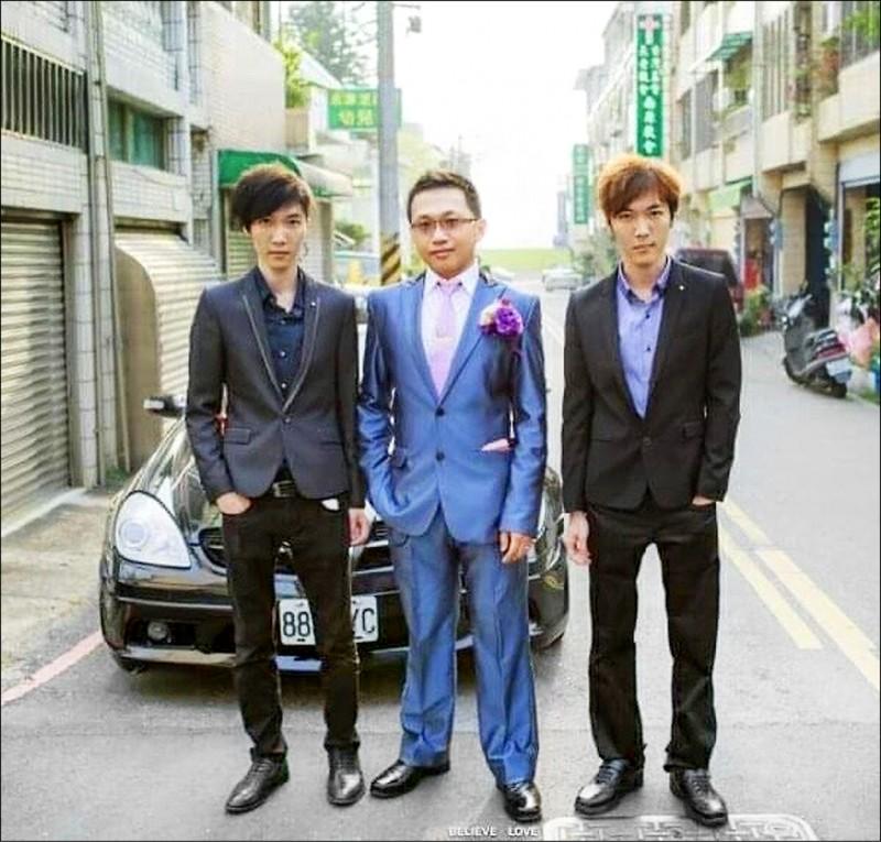 永康警分局偵查佐翁紹殷(左)與雙胞胎哥哥翁紹軒(右)兩人都在台南市警察局服務。 (翁紹殷提供)