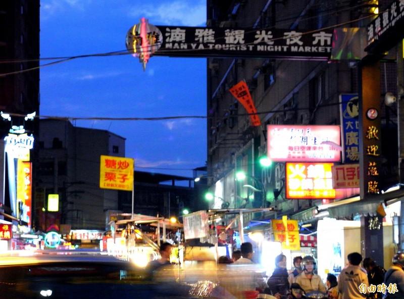 湳雅夜市又稱「板橋觀光夜市」,近日卻傳出因建商都更,之後將有一半夜市會消失。(資料照)