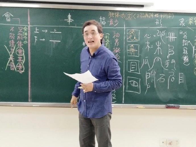 爆料網友指出,陳星將補教藝名改為陳藝,目前在福建福州一飛外語學校授課。(圖擷取自微博)