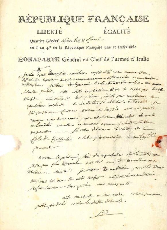 法國皇帝拿破崙寫給第一任妻子約瑟芬的3封情書,4日以總價51萬3000歐元的價格賣出。(圖擷取自推特)