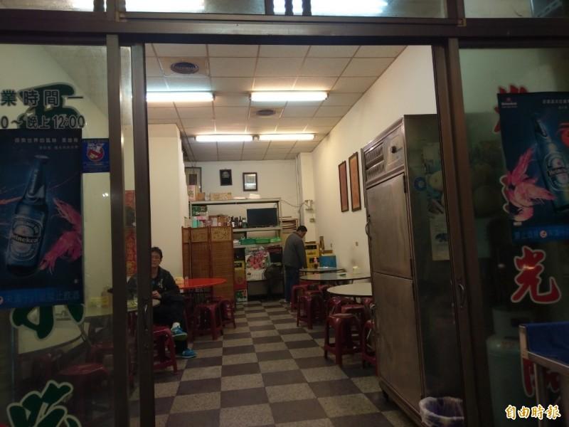 西門小吃店內無菜單,依客人需求上菜。(記者王善嬿攝)