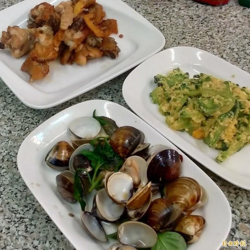 店內雖無菜單,但老闆林司隆會依客人的人數、口味跟喜好烹調。(記者王善嬿攝)