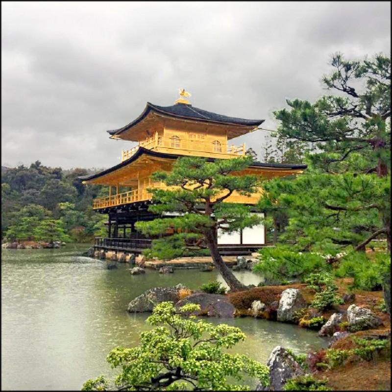 京都是日本的千年古都,是老人家喜愛的旅遊地點,圖為金閣寺。(圖片提供/時代創藝)