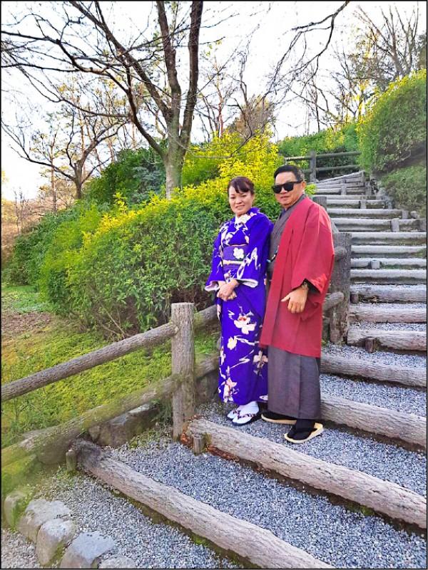 許富凱為父母安排了和服換裝體驗,在京都的老街上留下紀念。(圖片提供/時代創藝)
