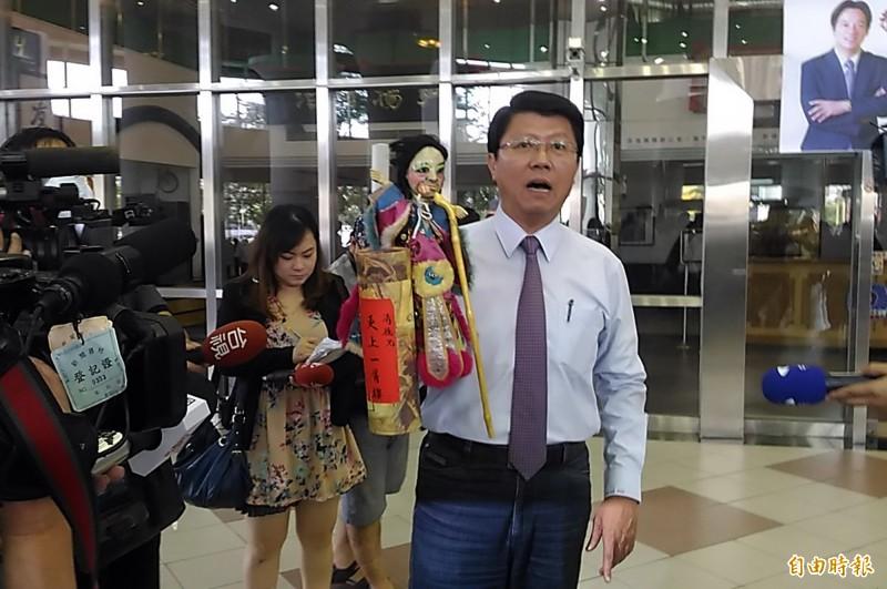 對於「龍介家自由行大賽」活動,謝龍介說,他們要造勢,絕對奉陪。(資料照,記者蔡文居攝)