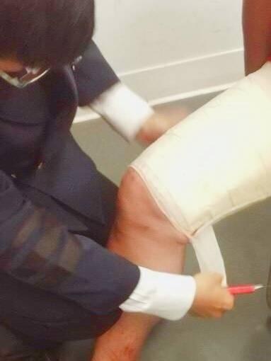 警方查獲泰男阿卡K毒綁大腿。(記者徐聖倫翻攝)