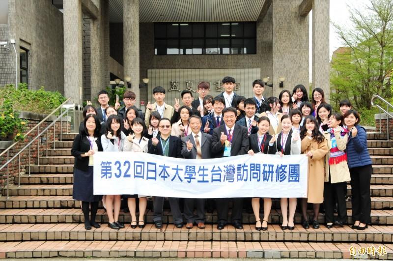 「日本大學生訪華研修團」參訪靜宜大學。(記者張軒哲攝)