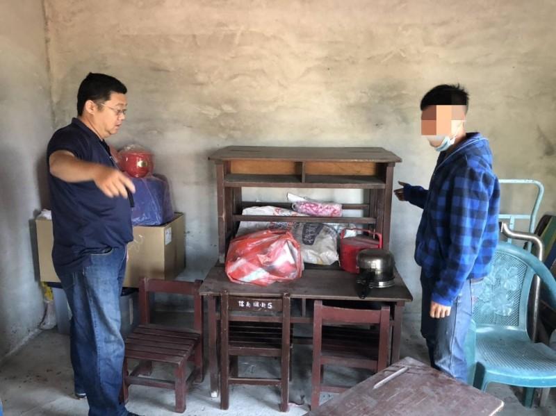 過去鄞嫌也曾因偷女用內衣褲被警方逮補,這次怕被家人發現,還特地將偷來的內衣褲藏在萬巒鄉的廢棄工寮內。 (記者邱芷柔翻攝)