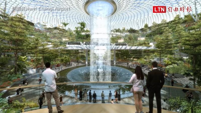 新加坡樟宜機場今年全新進化,新地標「星耀樟宜」結合室內森林、休閒設施以及購物商場。(翻攝自Jewel Changi Airport)